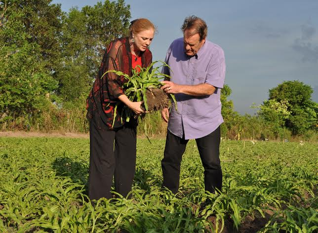 Crila Plantation Sue with PBS' HQ Roy Walkenhorst